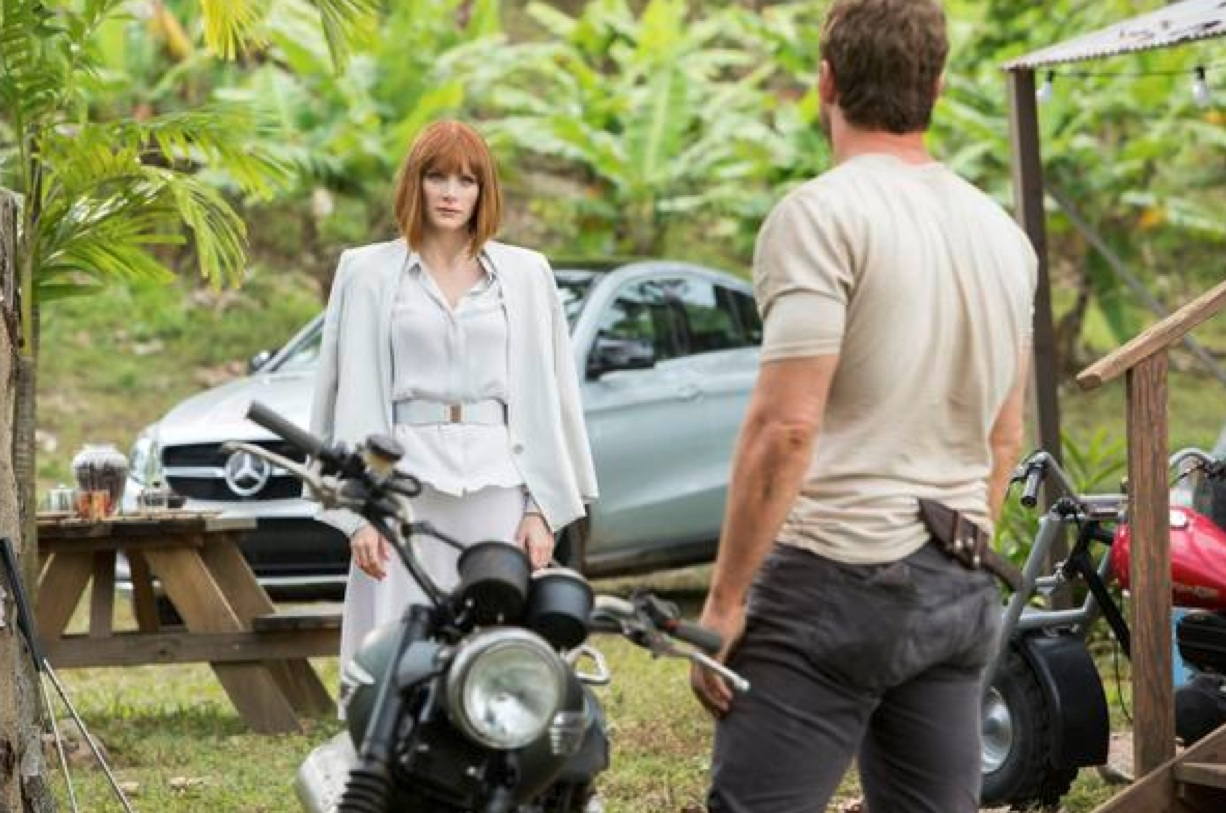 Bryce Dallas Howard and Chris Pratt in Universal Pictures' 'Jurassic World.'